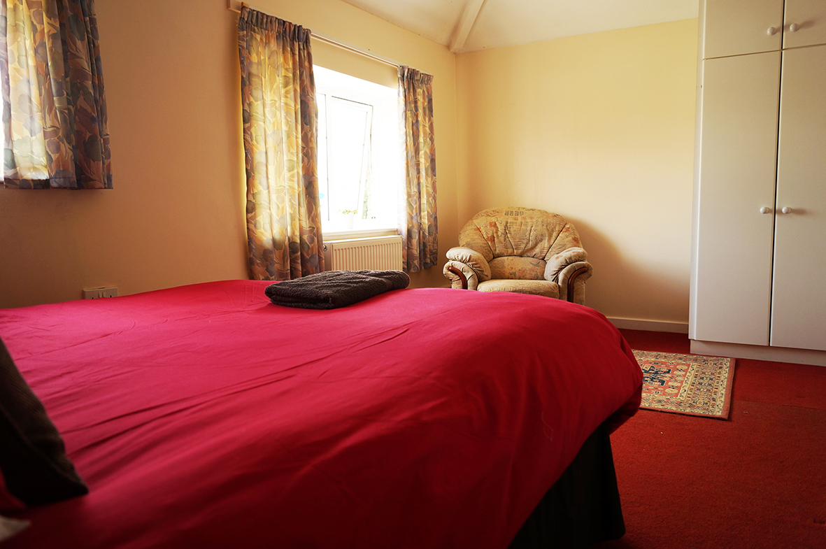 Main bedroom with kingsize bed