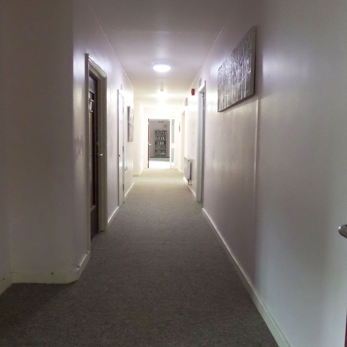 Hallway, view to 3rd lounge