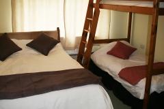 Family room, kingsize bed & bunks